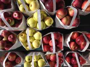 apples at the stand